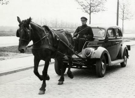 horse-drawn-car-circa-wwii1